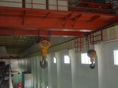 LH型(xing)電動葫蘆橋式(shi)起重機